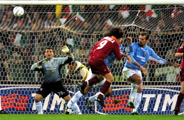 Roma 10-03-2002 Caampionato Serie A Lazio-Roma La terza rete di Vincenzo Montella Foto Sposito Giampiero / Ansa